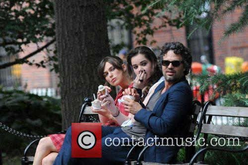 Keira Knightley, Hailee Steinfeld and Mark Ruffalo 15