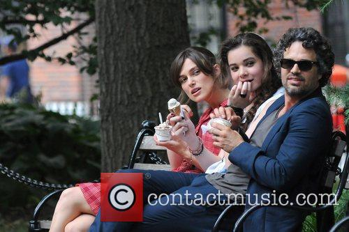 Keira Knightley, Hailee Steinfeld and Mark Ruffalo 16