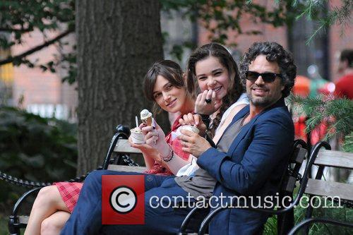 Keira Knightley, Hailee Steinfeld and Mark Ruffalo 17