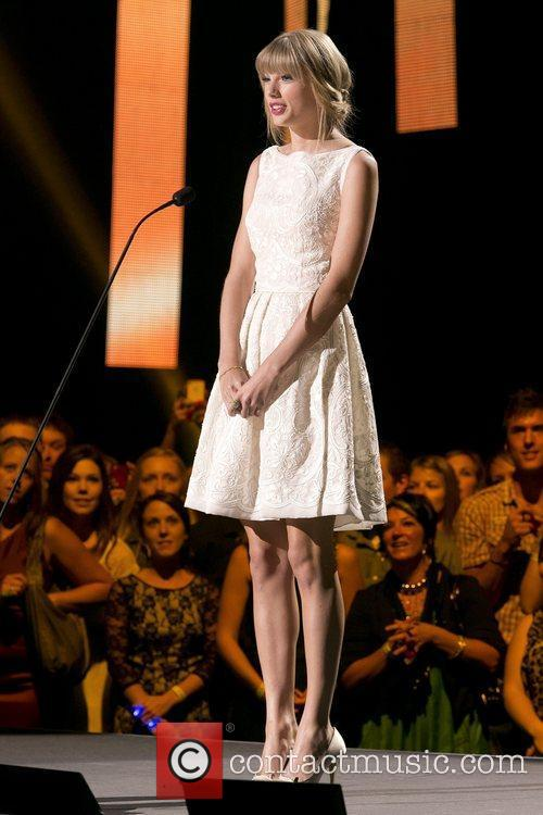 Taylor Swift and Country Music Association 2