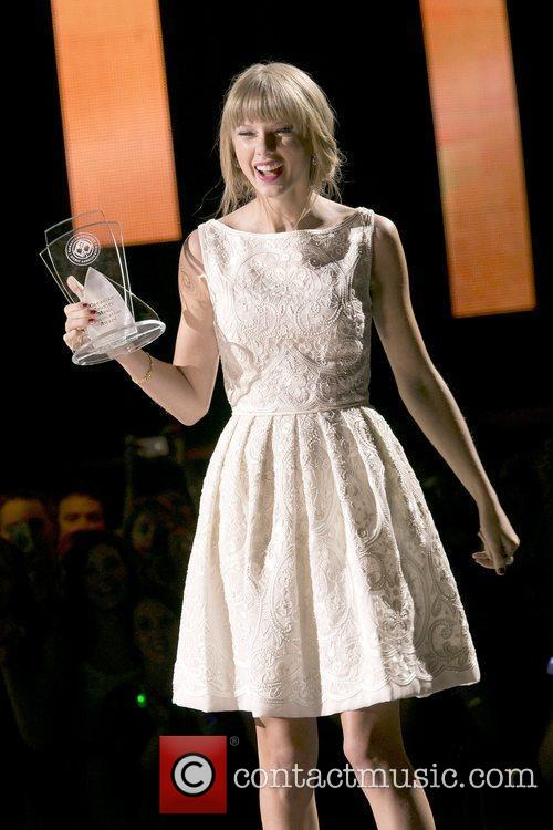 Taylor Swift and Country Music Association 8