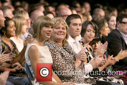 Taylor Swift and Country Music Association 9