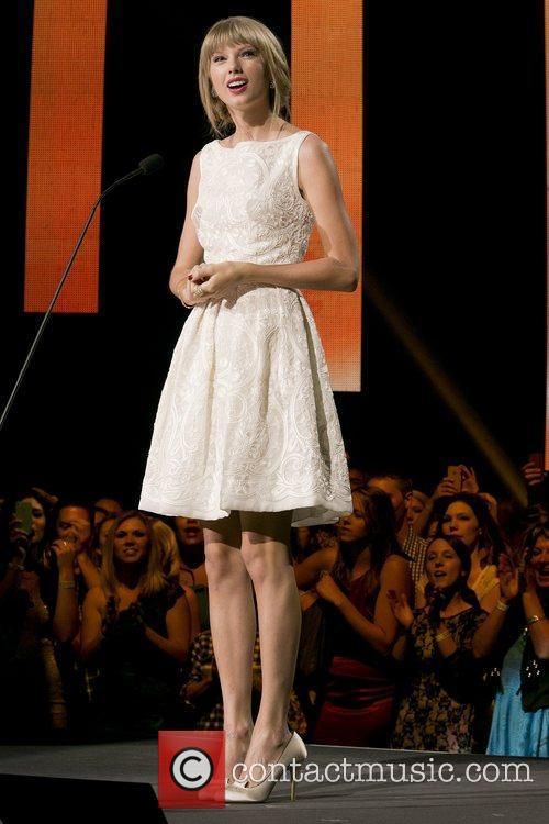 Taylor Swift and Country Music Association 11
