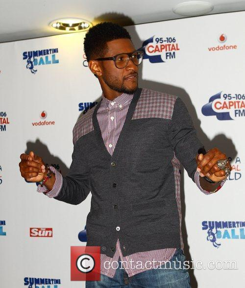 Usher and Wembley Stadium 5