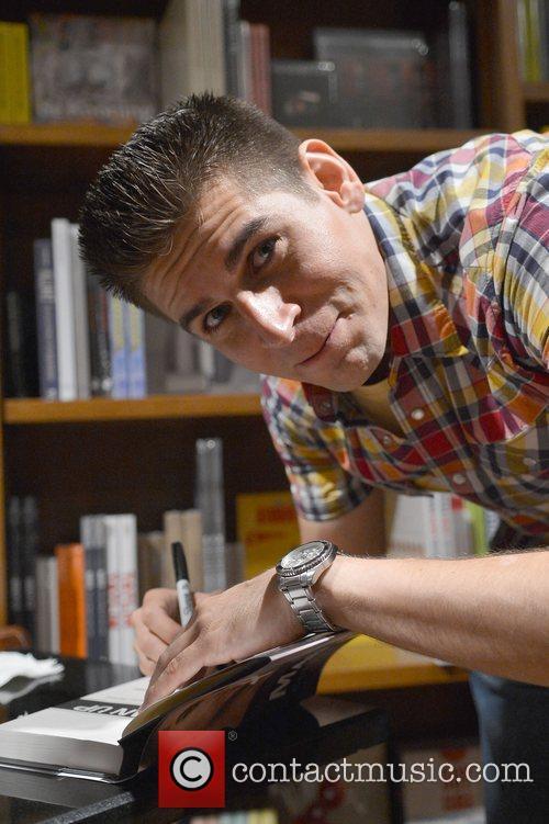Carlos Andres Gomez 8