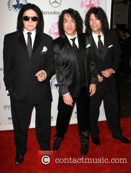 Gene Simmons, Paul Stanley and Tommy Thayer 11