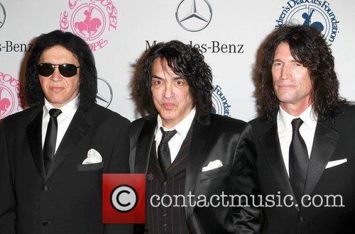 Gene Simmons, Paul Stanley and Tommy Thayer 9