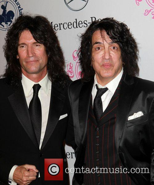 Paul Stanley and Tommy Thayer 8