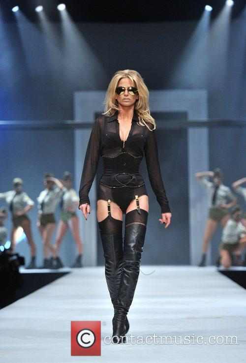 Sarah Harding and Old Billingsgate 4