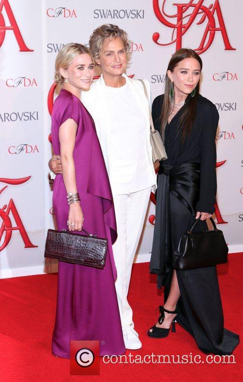 Ashley Olsen, Lauren Hutton and Mary-kate Olsen 2