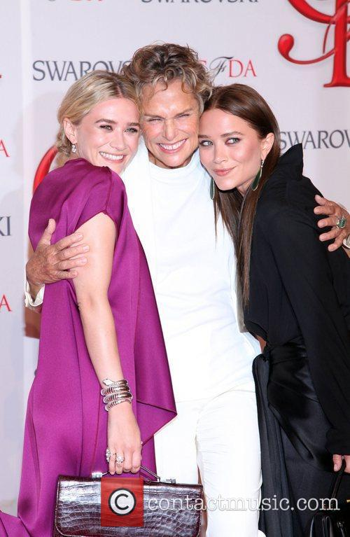 Ashley Olsen, Lauren Hutton and Mary-kate Olsen 1