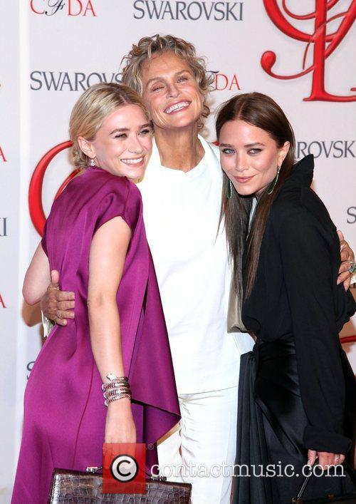 Ashley Olsen, Lauren Hutton and Mary-kate Olsen 3