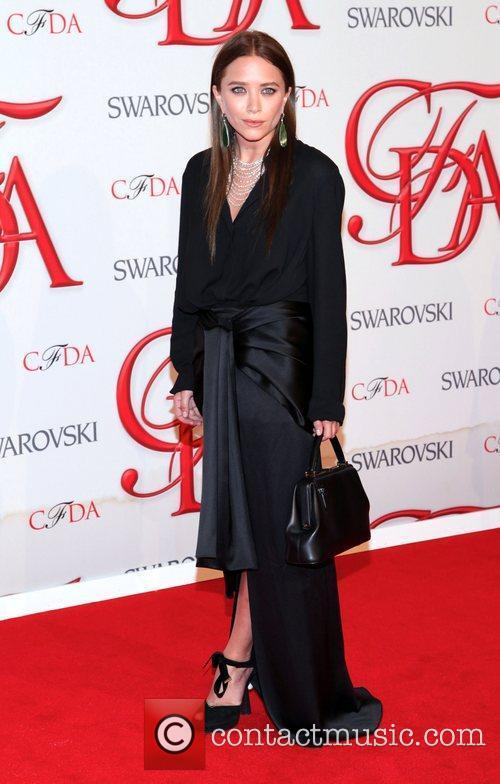 Mary Kate Olsen and Cfda Fashion Awards 2