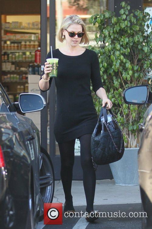 Stops into a juice bar in Hollywood for...