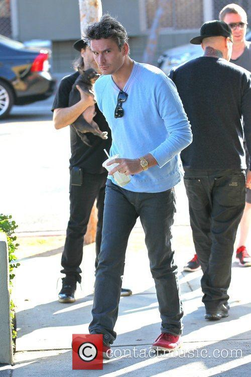 Balthazar Getty stops into a juice bar in...