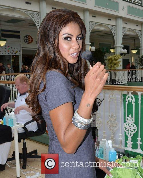 TV3's Celebrity Salon contestants give out free manicures...