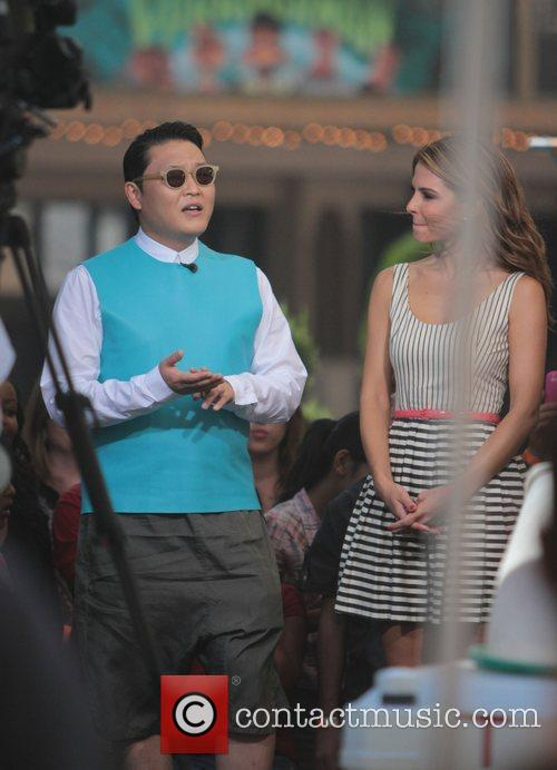 Psy, Park Jae-sang and Maria Menounous 6