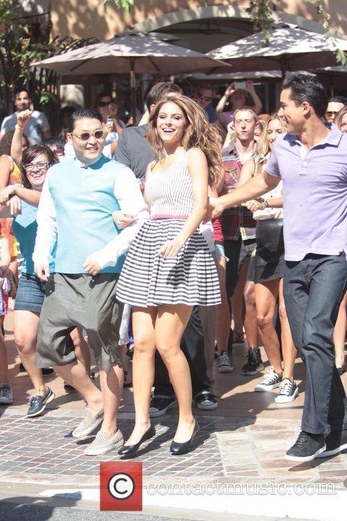 Psy, Park Jae-sang, Maria Menounous and Mario Lopez 3