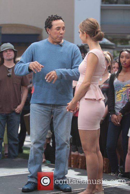 Smokey Robinson and Maria Menounos 6