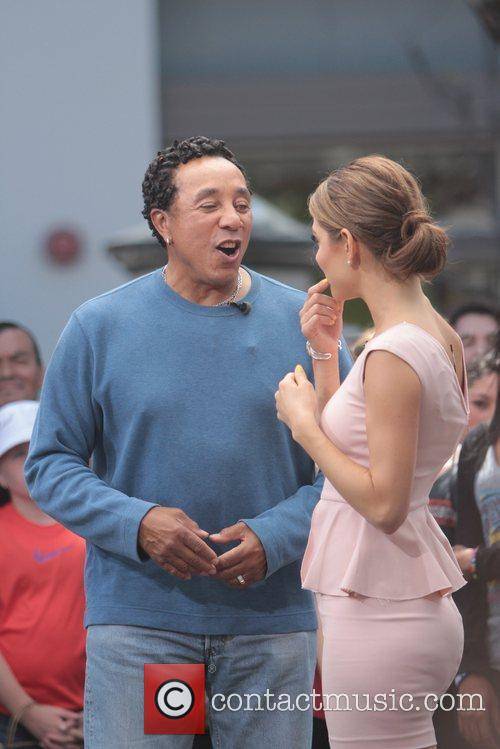 Smokey Robinson and Maria Menounos 8