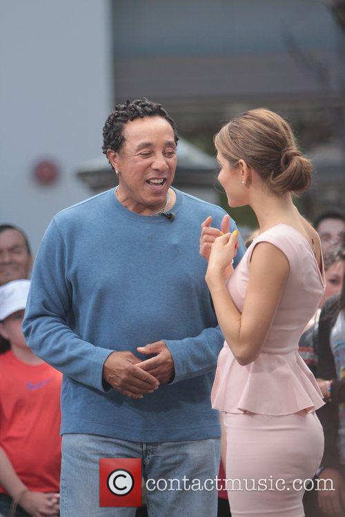Smokey Robinson and Maria Menounos 9