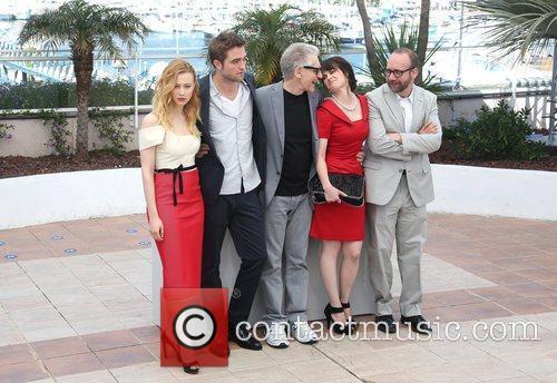 Sarah Gadon, David Cronenberg, Emily Hampshire, Paul Giamatti and Robert Pattinson 4