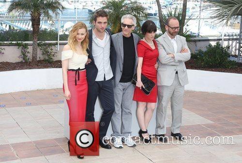Sarah Gadon, David Cronenberg, Emily Hampshire, Paul Giamatti and Robert Pattinson 5