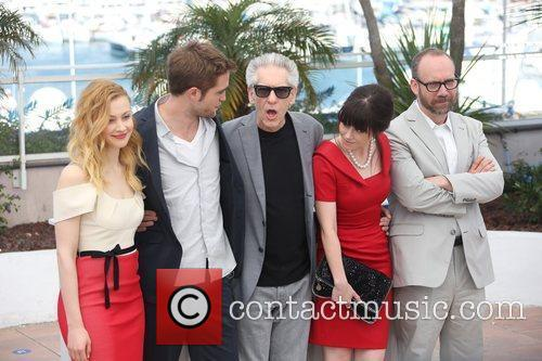 Sarah Gadon, David Cronenberg, Emily Hampshire, Paul Giamatti and Robert Pattinson 7