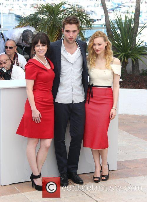 Sarah Gadon, Emily Hampshire and Robert Pattinson 9