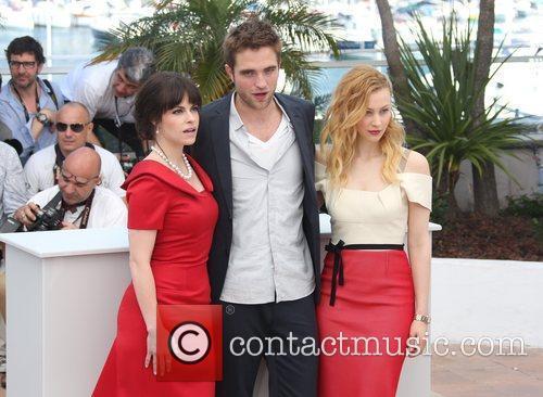 Sarah Gadon, Emily Hampshire and Robert Pattinson 1