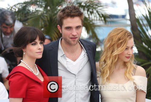 Sarah Gadon, Emily Hampshire and Robert Pattinson 11