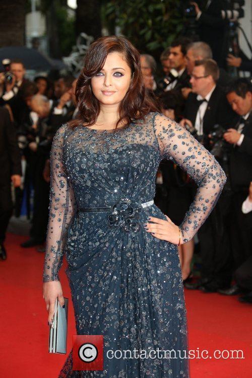 actress aishwarya rai arrives at the premiere 5852280