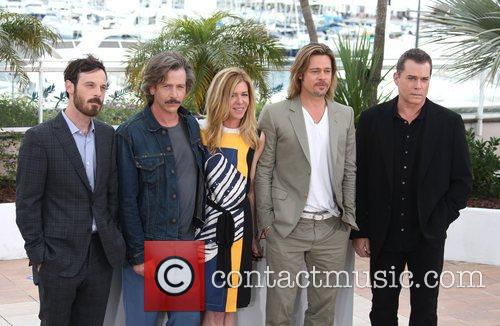 Scoot Mcnairy, Andrew Dominik, Ben Mendelsohn, Brad Pitt and Ray Liotta 1