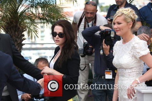 Kristen Stewart (l) and Kirsten Dunst Photocall for...