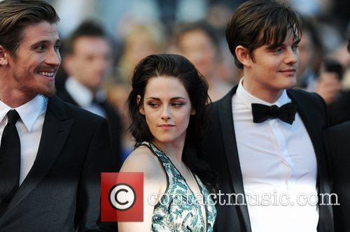 Sam Riley and Kristen Stewart 4