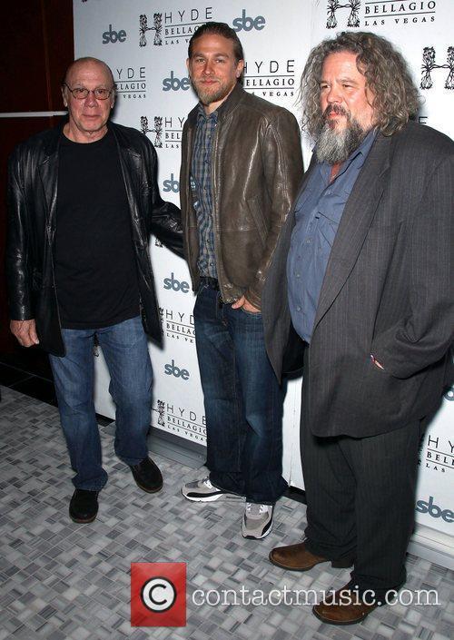 Dayton Callie, Charlie Hunnam and Mark Boone Junior 4