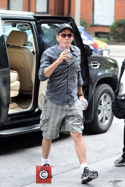 charlie sheen climbs out of his suv 5894068