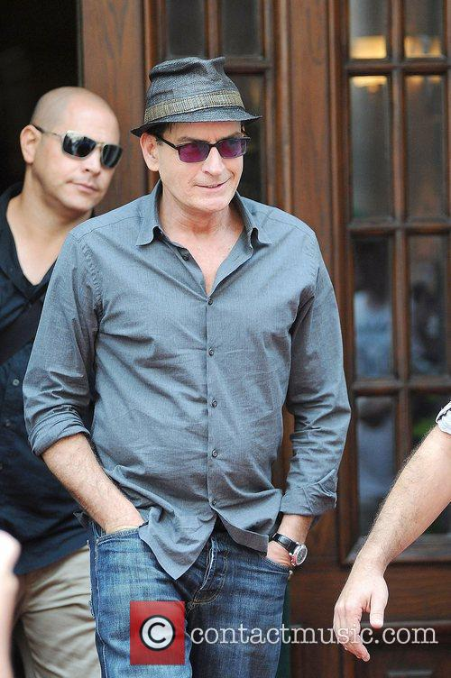 charlie sheen leaves his hotel toronto canada   160812 4035817