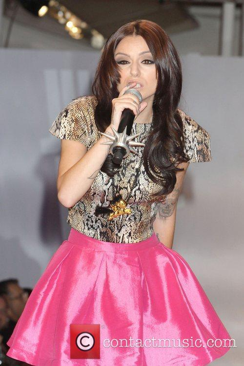 cher lloyd performs her song want u 4074229