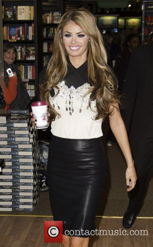 chloe sims chloe sims signs copies of 4179733