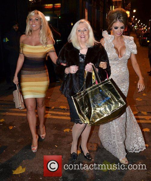 Chloe Sims and Frankie Essex 9
