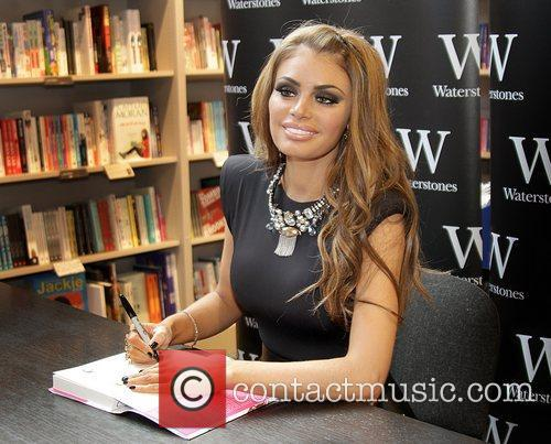 Chloe Sims  Chloe Sims meets fans and...