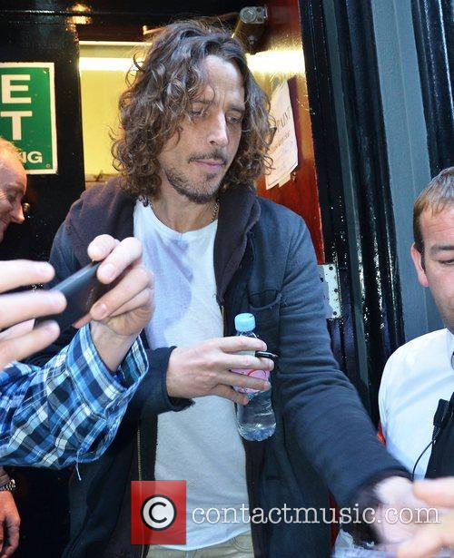 Chris Cornell meets fans by the stage door...