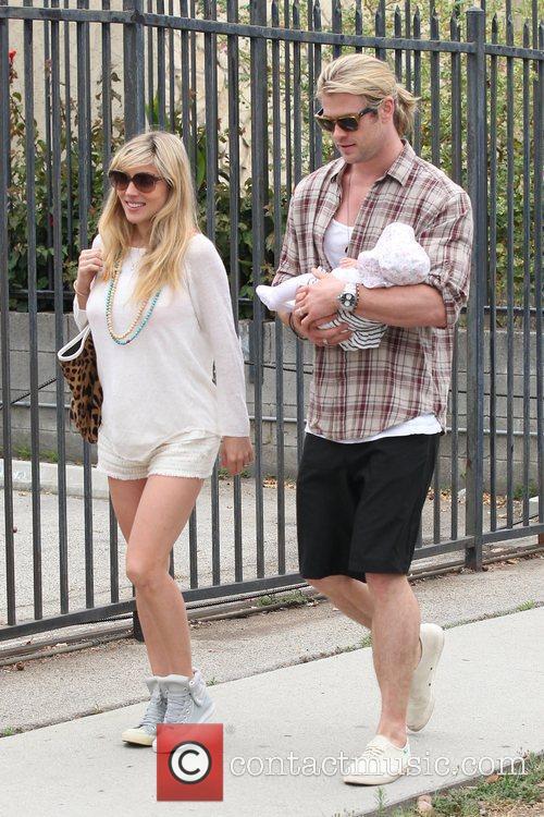 Elsa Pataky and Chris Hemsworth 6