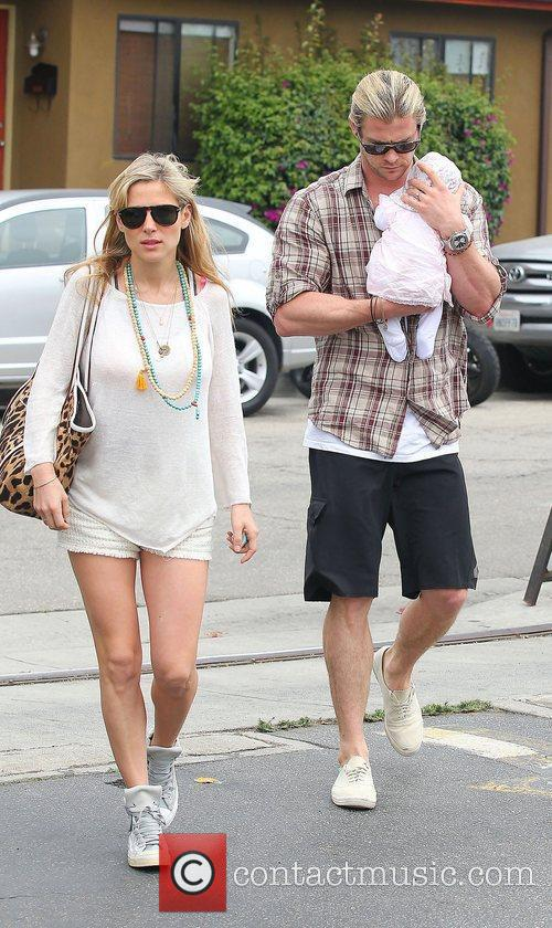 Elsa Pataky, Chris Hemsworth and Outfit 3
