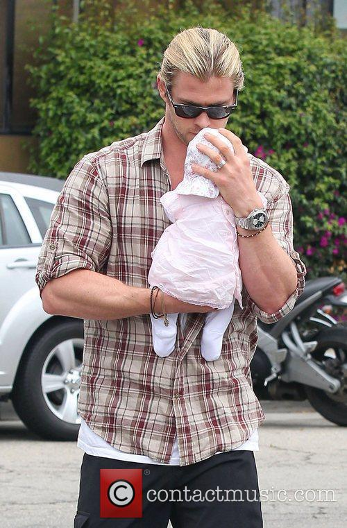 Elsa Pataky, Chris Hemsworth and Outfit 5