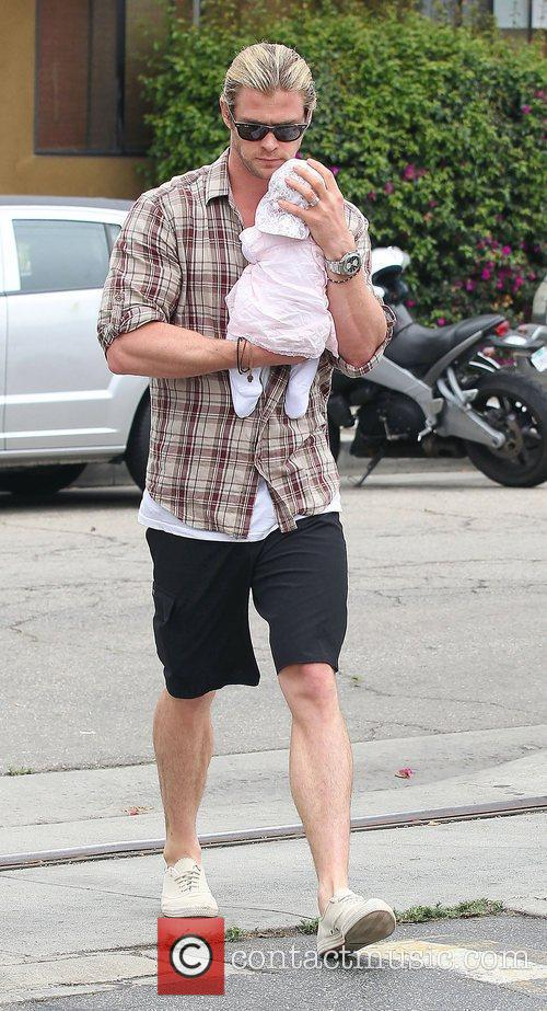Elsa Pataky, Chris Hemsworth and Outfit 6