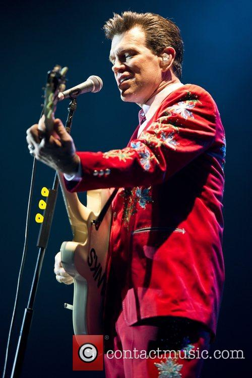 Chris Isaak, Apollo Hammersmith, London and England 11