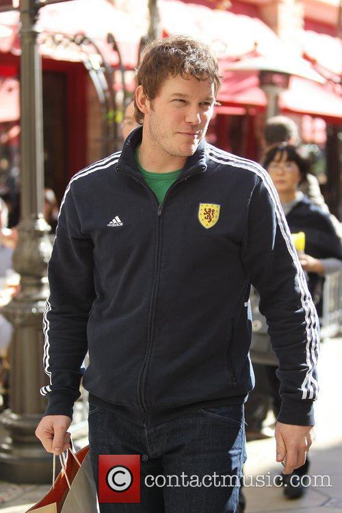 chris pratt out shopping at the grove 5785200