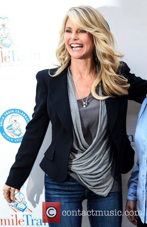 christie brinkley along with famiglia pizza hosts 5927245